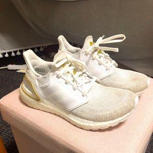 Adidas Ultraboost 20 in Cloud White/Gold Metallic